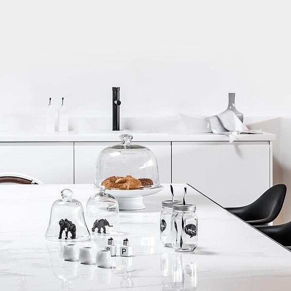 Fliesentisch in weiß